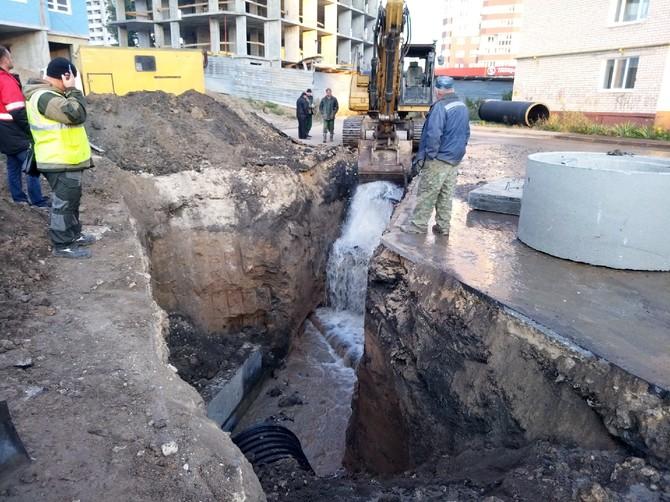 В Брянске экскаватор оставил без воды тысячи людей на Пилотов
