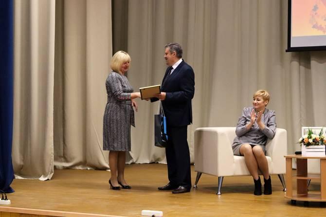 В Брянске наградили лучших воспитателей детских садов