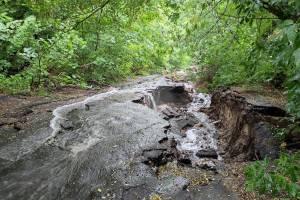 В Брянске овраг Верхний Судок превратился в бурлящую реку