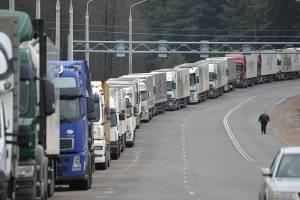 В Брянской области на границе с Украиной выстроилась очередь из 76 фур