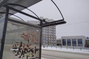Снесло крышу у новой остановки возле Дворца единоборств в Брянске