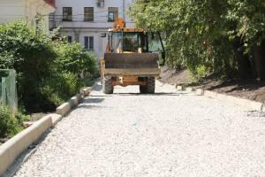 В Брянске благоустраивают двор пяти домов на улице Калинина
