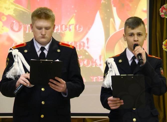 Клинцовские кадеты устроили концерт для бабушек и мам