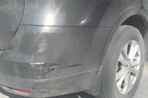 В Брянске на проспекте Ленина неизвестный водитель повредил чужое авто и скрылся