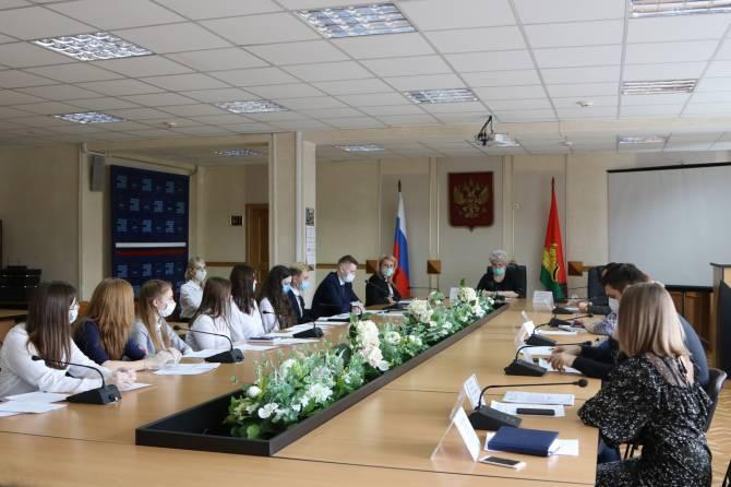 Сформировали новый состав Молодежного совета при мэре Брянска