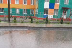 В Брянске утонула дорога возле детсада «Лёвушка»