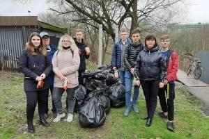 Брянские студенты помогли очистить от мусора Нижний Судок