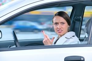 «Я ей посигналила, она меня послала»: в Брянске две автоледи не нашли общий язык