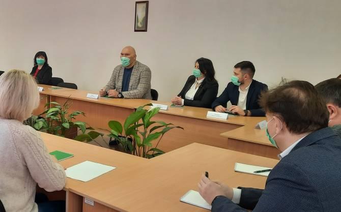 Месяц назад депутата Госдумы заверили в успешности производства масок в Почепе