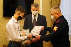 Брянский школьник получил портрет Путина с автографом