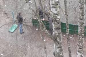В Брянске вандалы разгромили коробку хоккейного корта