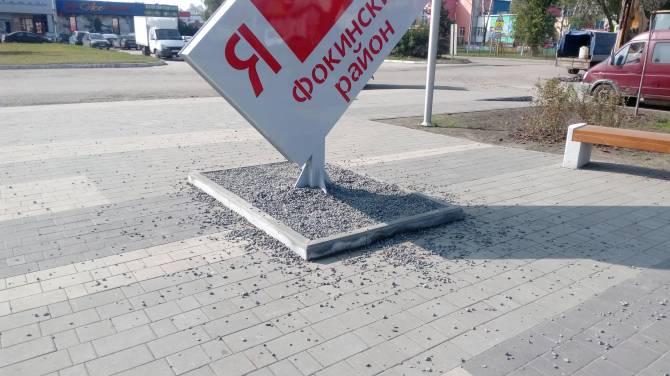 В Брянске жители «Лития» не оценили клумбы из щебня