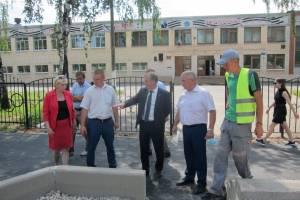У мэра Брянска возникли вопросы к качеству нового тротуара по улице XXII Съезда КПСС