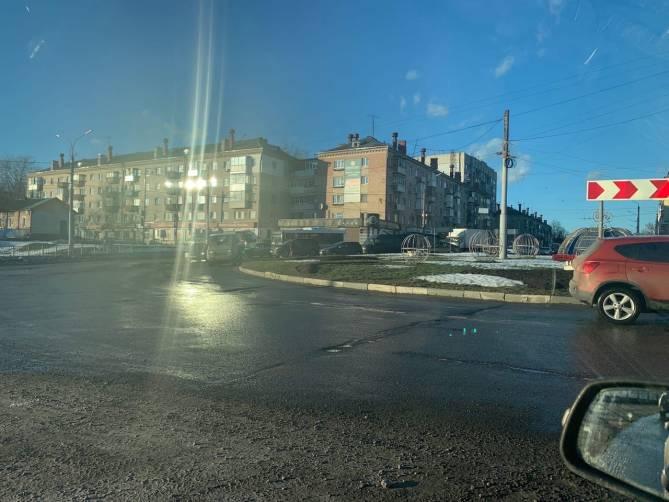 ДТП на кольце в Московском микрорайоне заблокировало въезд в Бежицу