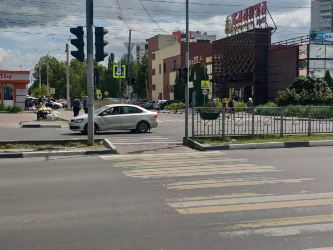 В Брянске неработающий светофор у «Линии» создал угрозу пешеходам