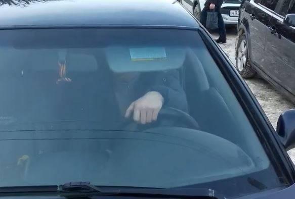 В Брянске сняли на видео таран водителем Nissan пешехода на тротуаре
