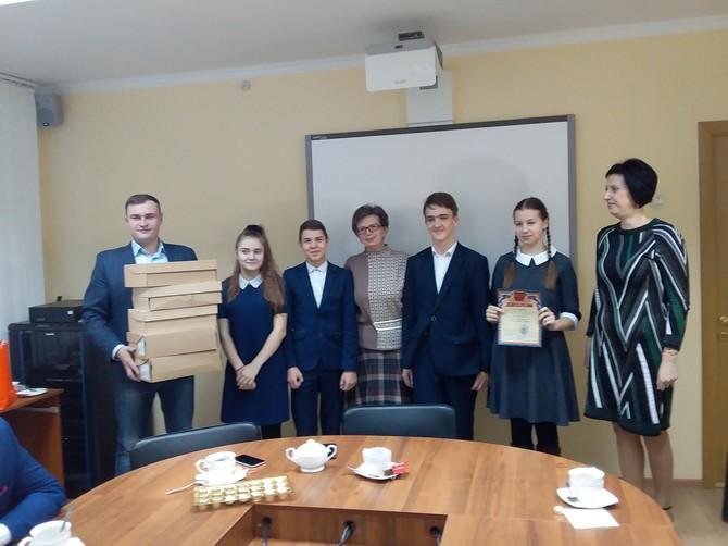 В Брянске наградили отличившихся на сборе макулатуры подростков