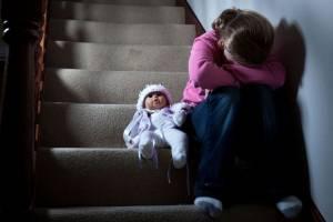 На жительницу брянского села завели уголовное дело за жесткое обращение с дочерью
