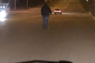 В Брянске ночью люди вышли на дорогу