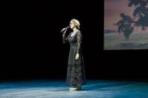 Незрячая брянская певица Карина Жакова стала финалисткой фестиваля «Время Победы»