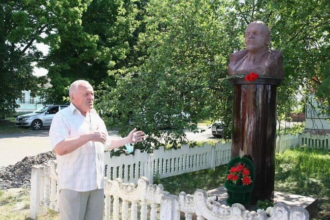 В брянском посёлке ожил Владимир Ильич Ленин