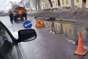 В Брянске начали по лужам ремонтировать убитые дороги