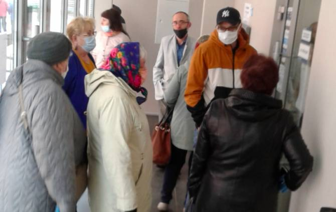 В Брянске снова выстроились очереди к офисам Газпромбанка