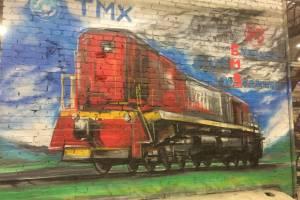 Брянский художник украсил стену БМЗ тепловозом