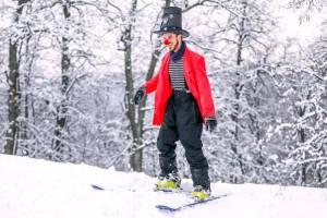 В Брянске сезон зимних развлечений открыл веселый клоун