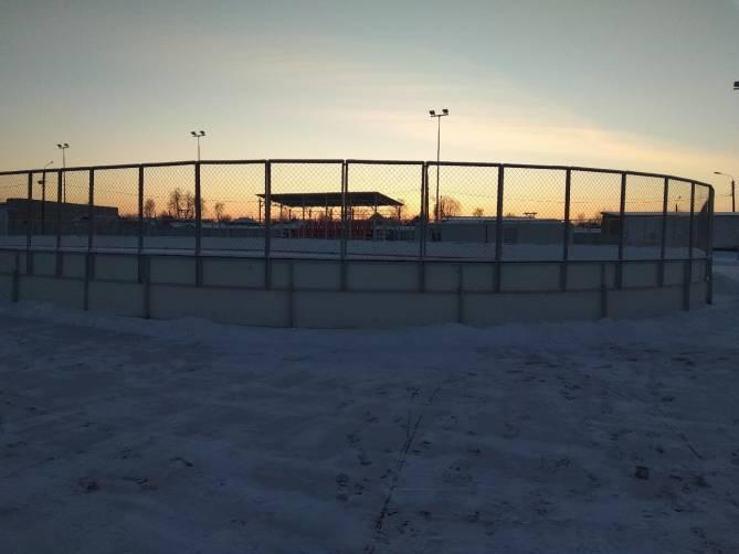 Новозыбковцев возмутило отсутствие льда на спортплощадке по улице Первомайской