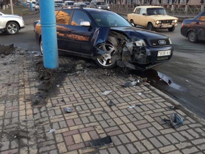В Брянске  обещают вознаграждение свидетелям аварии возле ТЦ «Европа»