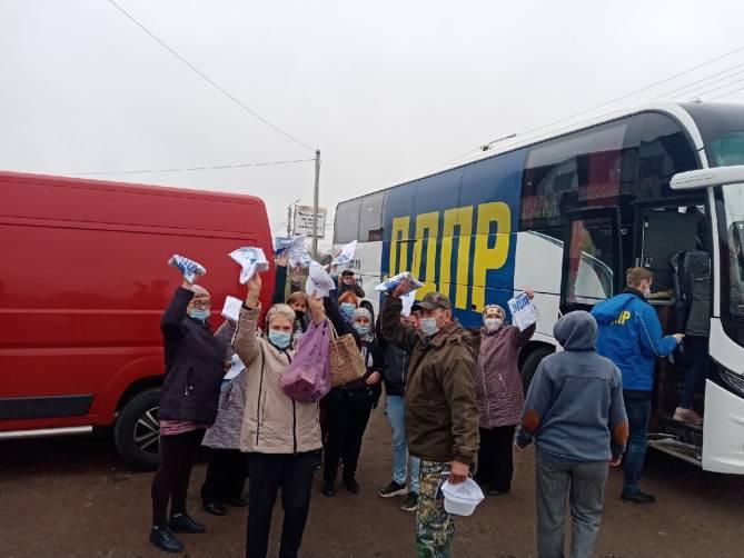 Жители Навли получили более тысячи подарков от ЛДПР