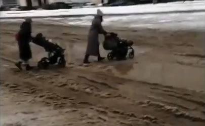 «Чтоб побольше заболело»: брянцев толкнули в холодное грязное месиво