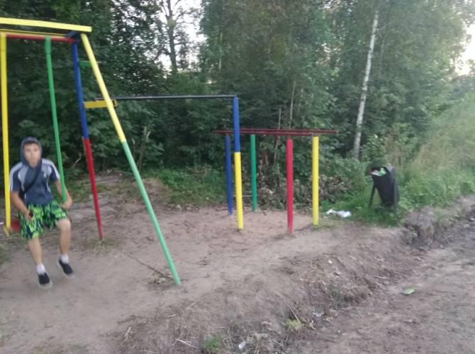 Жителей Новозыбкова поссорила детская площадка на месте старого кладбища