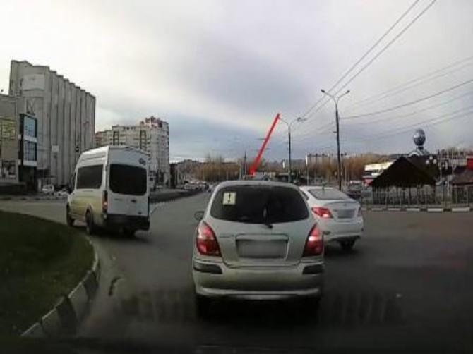 В Брянске наглого автохама оштрафовали за опасный маневр