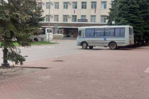 В центр Брянска полицейских свозят синими автобусами