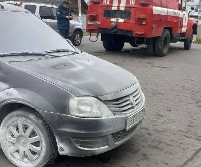 В Новозыбкове у «Пятерочки» загорелся легковой Renault
