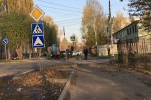 В Брянске на Володарке стоянку для полицейских машин затопило фекалиями