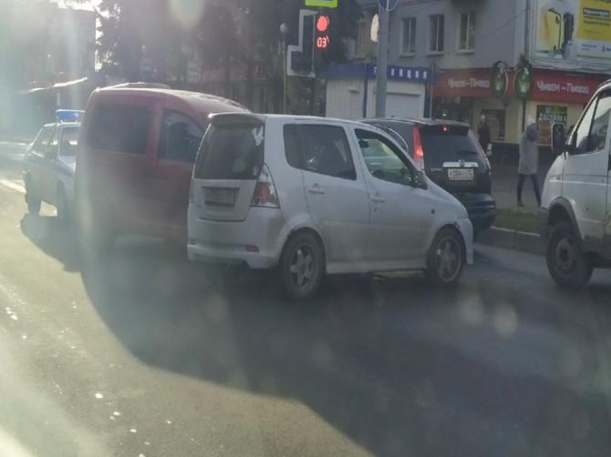 В Брянске произошло ДТП на площади Партизан