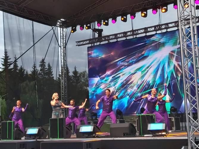 Солисты брянской филармонии исполнили на Кургане «Песни над городом»