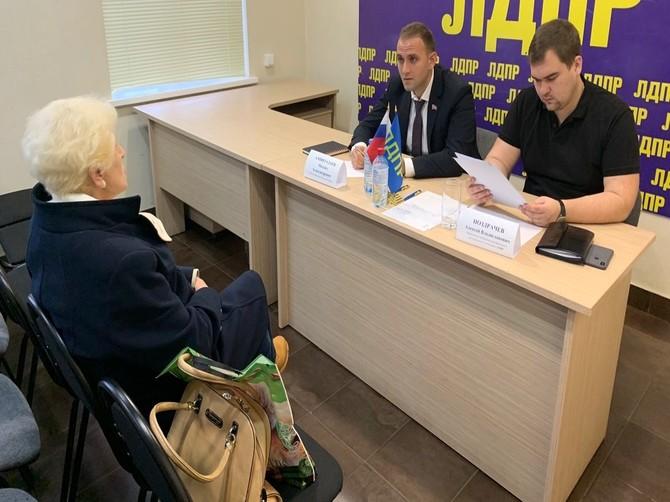 Депутаты облдумы от ЛДПР выслушали жалобы жителей Брянска