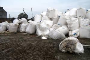 В Гордеевском районе нашли опасный склад пестицидов