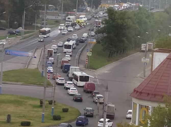 В Брянске из-за массового ДТП улицу Литейную сковала огромная пробка
