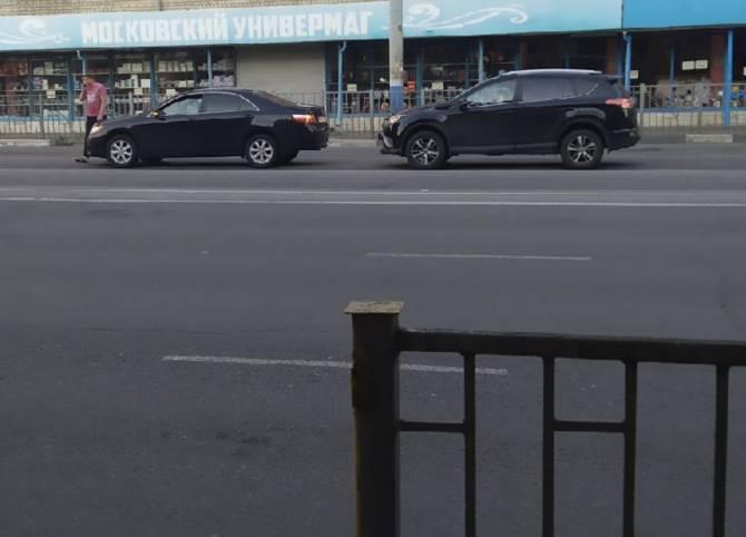 В Брянске на въезде в Бежицу столкнулись две иномарки