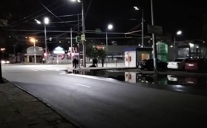 В Брянске пьяный мужчина устроил лежбище у полицейской будки