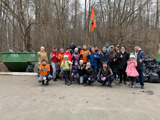 В Брянске 24 человека вышли на уборку мусора в лесу «Заставище»