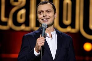 Звезда Stand Up Виктор Комаров записал видео на брянском вокзале