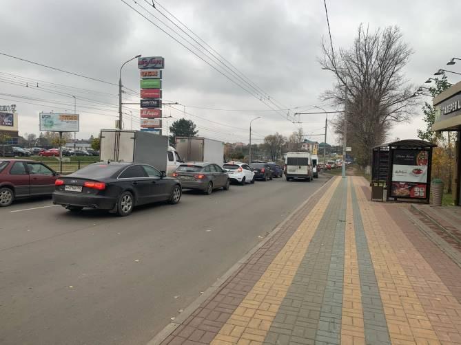 Брянские водители стали в глухой пробке у ТРЦ «Аэропарк»