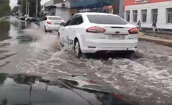 В Брянске улица XXII съезда КПСС превратилась в реку