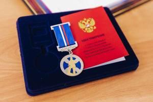 В Брянске наградили 14-летнего подростка за спасение тонувшего человека